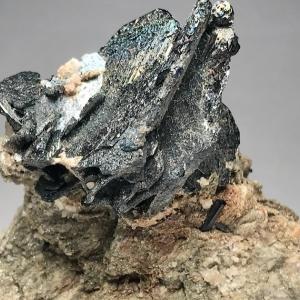 スイスアルプスの赤鉄鉱 Hematite from Swiss Alps