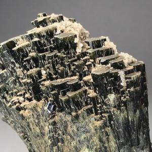 神岡の灰鉄輝石 Hedenbergite from Kamioka