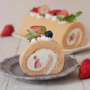 女の子のお誕生日にぴったり!ピンクのロールケーキ