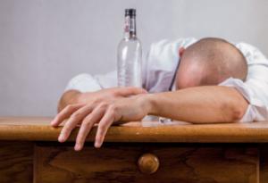 お酒はやっぱり健康へ悪影響(最新研究)、お酒との向き合い方を考える