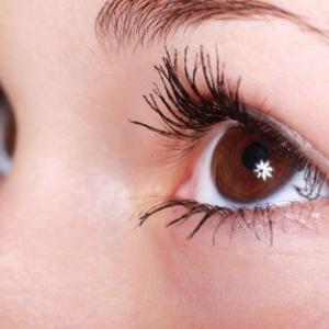 光の波長による視力対策、老眼には赤い光、近視には青い光?