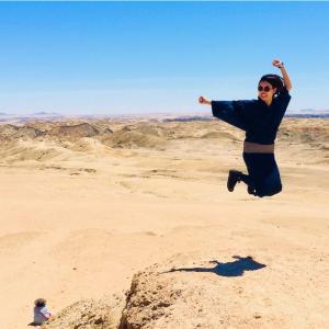 女だけど男装着物で海外旅行!奇跡の植物ウェルウィッチアに感動。【ナミブ砂漠・ウォルビスベイ編】