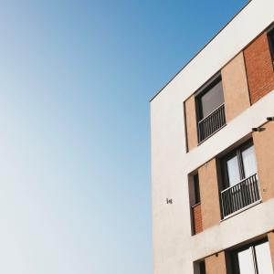 アパート住まいのマイナス点:音が漏れやすい【木造住宅は避けましょう】