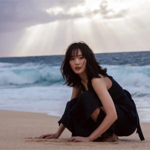 綾瀬はるかがハワイを食べ歩く「ハルカノイセカイ 02」