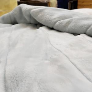 羽毛ふとんの上に毛布を乗せる?中に入れる?