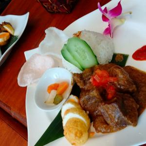 世界一の料理!インドネシアの『ルンダン』食べに行った報告!!