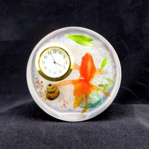 金魚が泳ぐ置き時計【顔を出したツクシになごり雪】