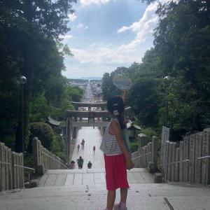 光の道の宮地嶽神社(みやじだけじんじゃ)は昼間も美しい。