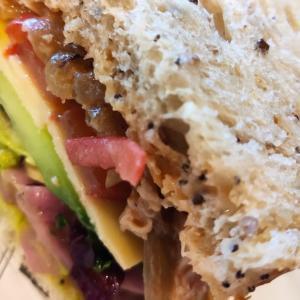 職場ランチ 具沢山サンドイッチ