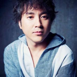 【俳優】ムロツヨシ:NHKドラマ『総務部長はトランスジェンダー』で主演