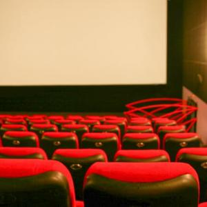 志村けんさんまで亡くなってるのに映画館でLV強行する気?