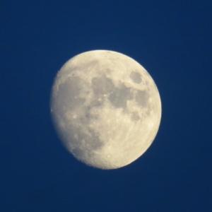 水瓶座満月で自分の本当の輝く個性を見つけよう!