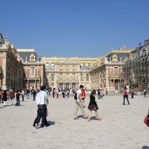 ヴェルサイユ宮殿の調度品と天井画-ヴェルサイユには豪華な美術品が沢山