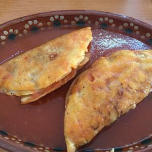 Tacos ahogados(タコス・アオガードス)-タコス・イン・トマトソース