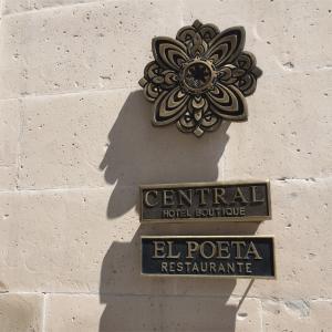 EL POETA-メキシコ チワワのセントロにあるレストラン