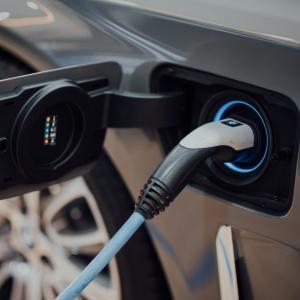急上昇する電気自動車株の中で、大きな転換点を迎えている銘柄