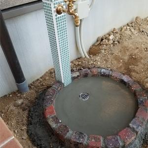 立水栓を設置しました!今回のパンは天然石で、、、