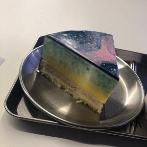 韓国 ソウル 梨泰院の今話題の宇宙ケーキ CAFE TAPE