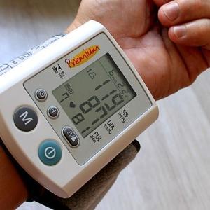 血圧の上の血圧と下の血圧どちらに注意するべきなのか解説します。