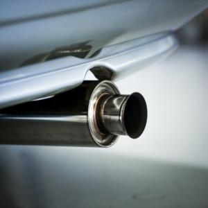 車のマフラーの値段はいくら掛かる?買ったり交換する場所でベストは?