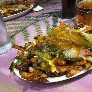 カナダでプティーンを食べるならここへ! モントリオールLa Banquiseで本場のプティーンを食べる。