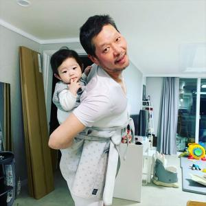 梨泰院クラス  長家(チャンガ)会長 ユ・ジェミョン、天使のように可愛い息子にデレデレ