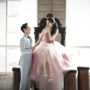 神話(SHINHWA)チョンジン、ウェディンググラビアを公開!結婚式にはメンバーも参列