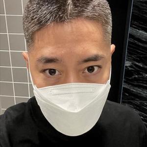 神話(SHINHWA)エリック、白髪交じりのヘアスタイルを公開!30代からの白髪染めを告白