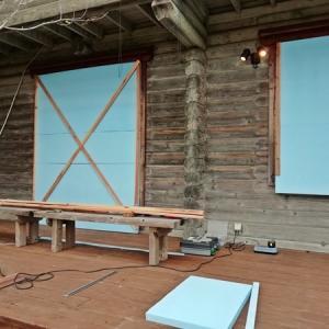 台風19号に備えてスタイロフォームで窓を保護する