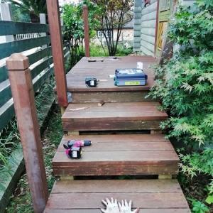 玄関ポーチの手すり設置DIY