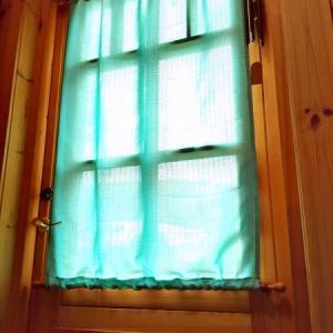 玄関ドアのカーテンを新調