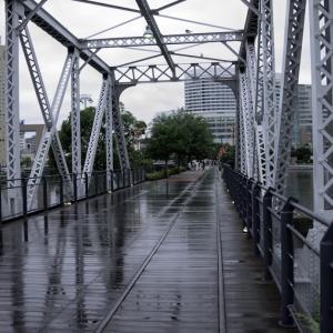 雨上がりの桜木町汽車道をゆく HD PENTAX-D FA 24-70mm F2.8 ED SDM WR