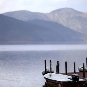 早朝の芦ノ湖畔 HD PENTAX-D FA★ 70-200mmF2.8ED DC AW