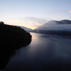 北海道の旅(99) 然別湖の夜明けと朝の内の湖  大雪山国立公園