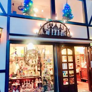 クリスマスアイテムに囲まれたお店:横浜元町・竹中