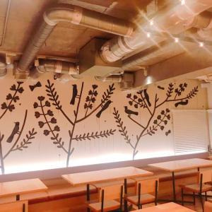 ステキなお店:森の机① 鹿児島睦さんの壁画