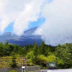 山梨県・静岡県の観光スポット『雨の山中湖と見えない富士山』