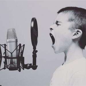 子供も大人も歌いたくなる!おすすめ英語YouTube 「Cocomelon(ココメロン)」の魅力とは?
