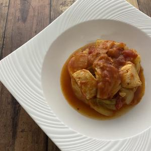 鶏むね肉とキャベツのトマト煮込み
