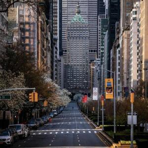 誰もいなくなったニューヨークの街並み