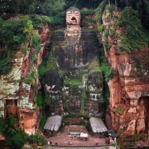 世界で一番大きな仏像がこちら
