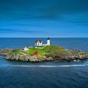 灯台がある小さな島の風景・・・