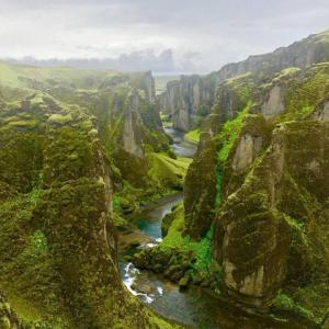 アイスランドの川の風景が凄すぎ!!