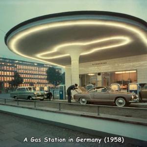 1958年のドイツのガソリンスタンドが素敵。