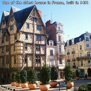 14世紀にたてられたフランスのビル。
