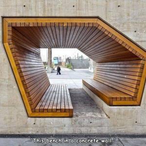 コンクリートの壁に木製のベンチのアイデア
