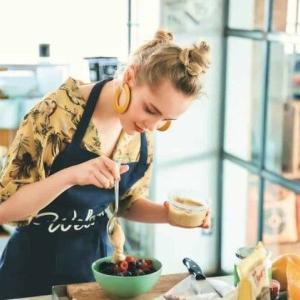 テラハで話題の美女Vivi、「おうちで作れるヘルシーレシピ」