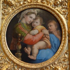 【イタリアに行こう♪24】幸運のイノシシを愛でながらパラティーナ美術館へGO!名画が所狭しと並ぶ豪華な内装。