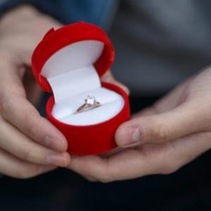 結婚するにはプロポーズが不可欠?結婚して10年、今さらプロポーズがなかった問題について考える