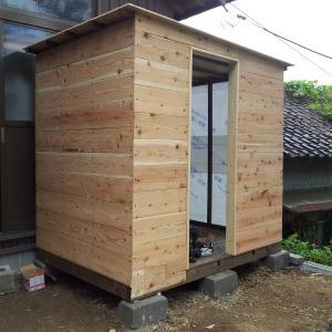 サウナ小屋をDIYする⑤ 壁と屋根を貼る